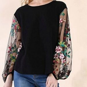 Umgee embroidered sheer sleeve top small
